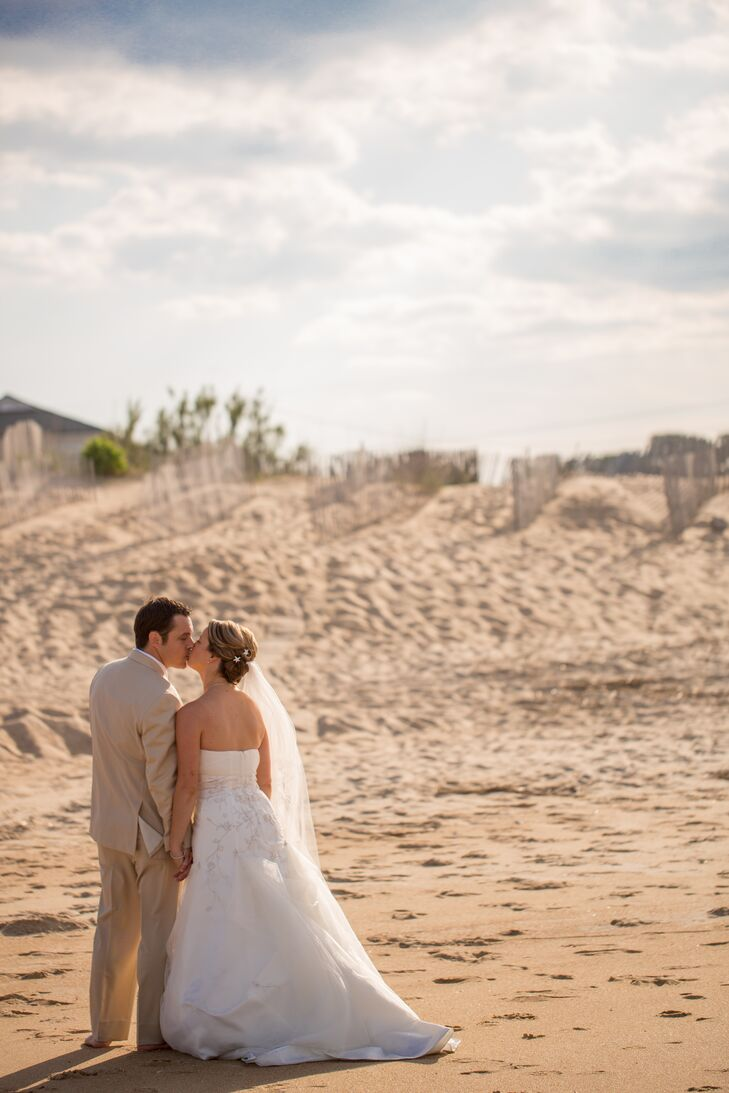 Beach themed wedding at the water table in virginia beach junglespirit Choice Image