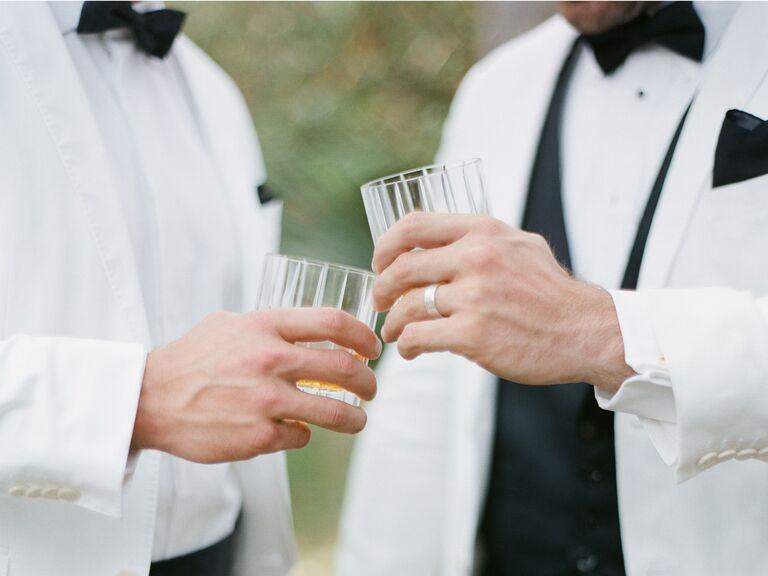 Casal gay na recepção do casamento