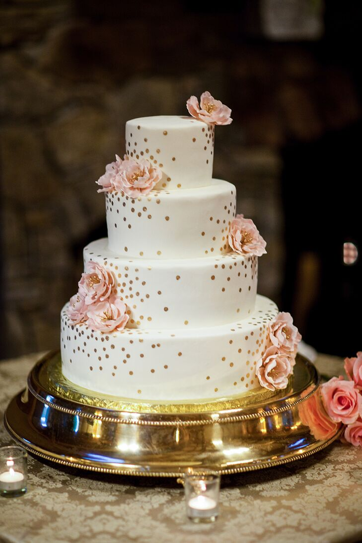 Simple gold accents and blush flowers also gave the four-tier cake an air of elegance.