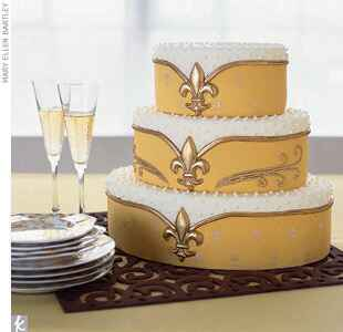 Yellow, gold and white fleur-de-lis wedding cake