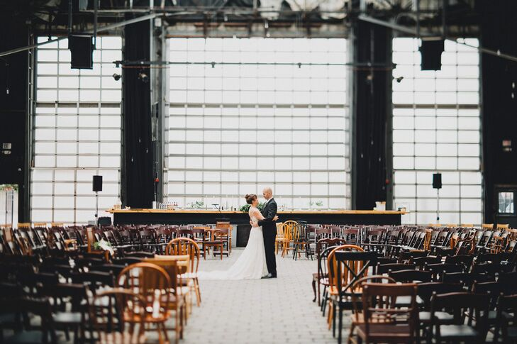 A Simple Rustic Wedding At Brewmasters Gate In Columbus Ohio