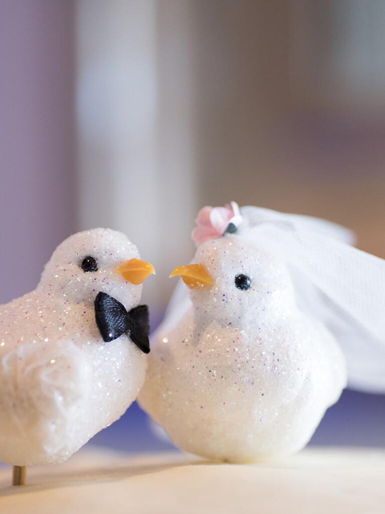17 Ideas for a Unique Wedding Cake Topper