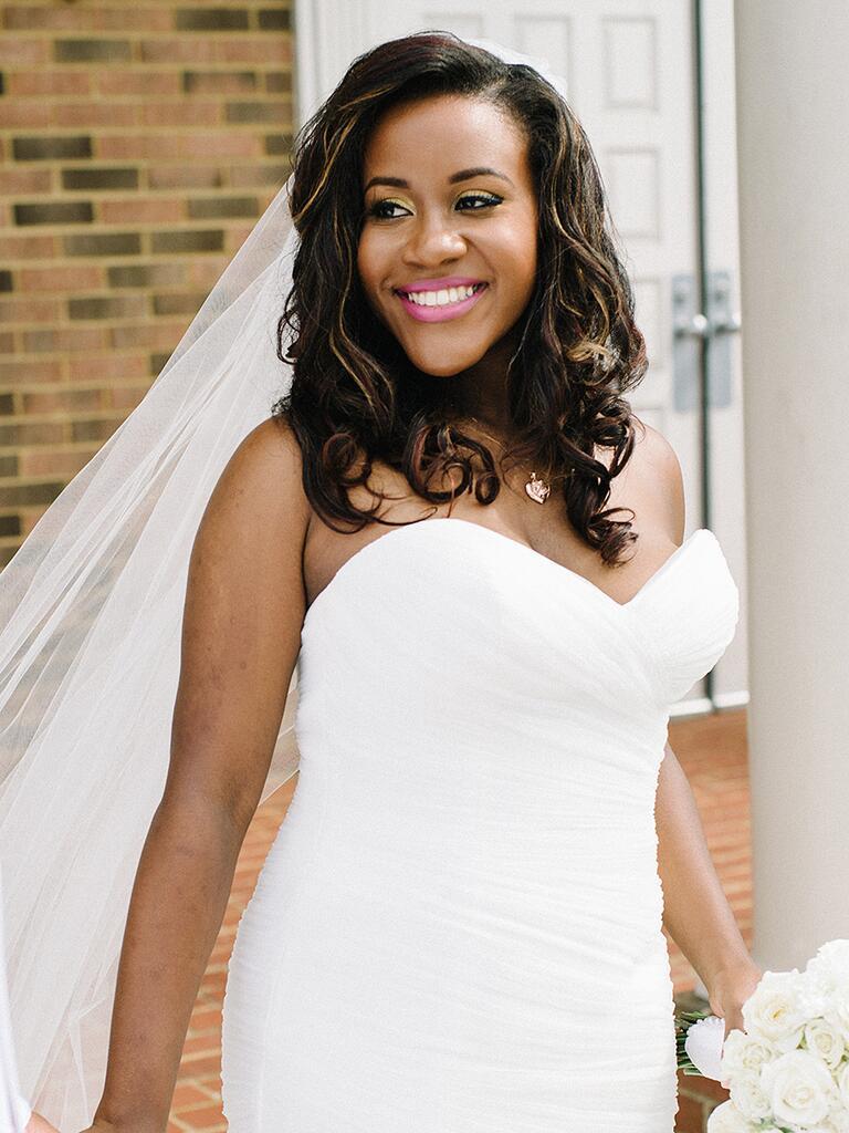 Medium-length wedding hairstyle for culy hair