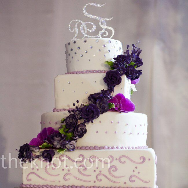 wedding cakes with purple accents purple accented white cake 26088