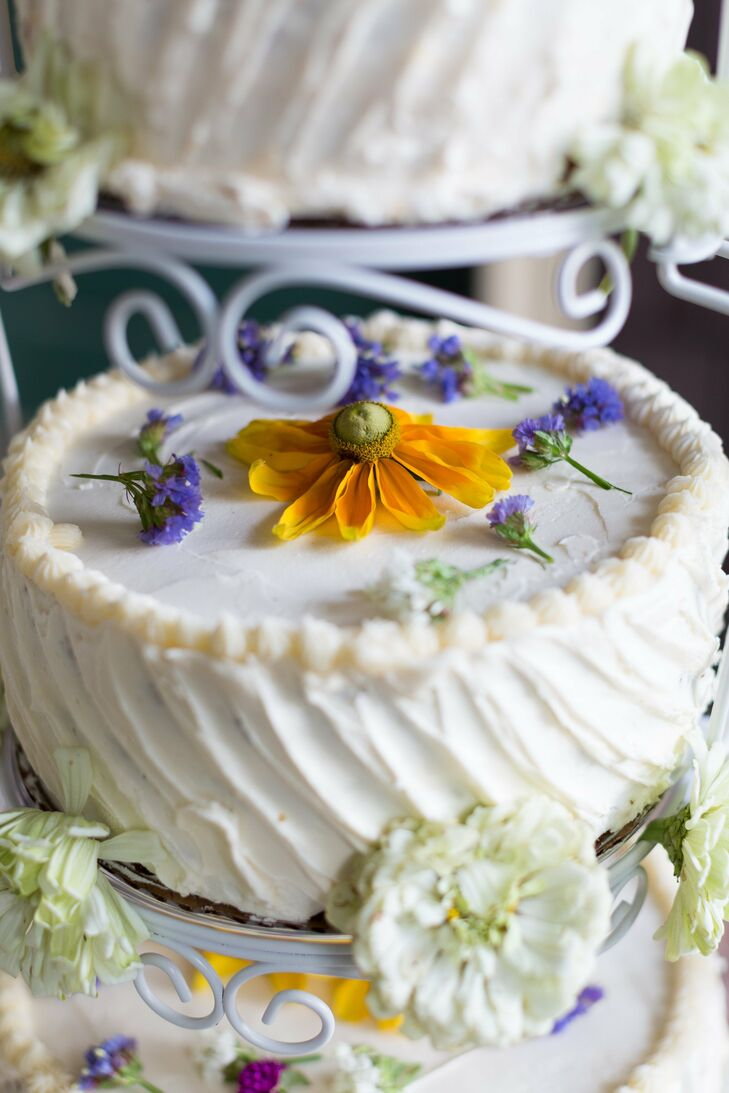 The single-tier cake was decorated with fresh wildflowers.