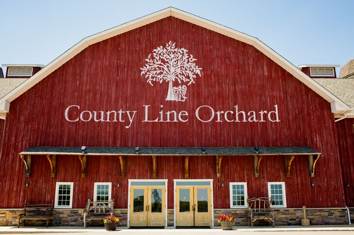 A Rustic Barn Wedding at the County Line Orchard in Hobart ...