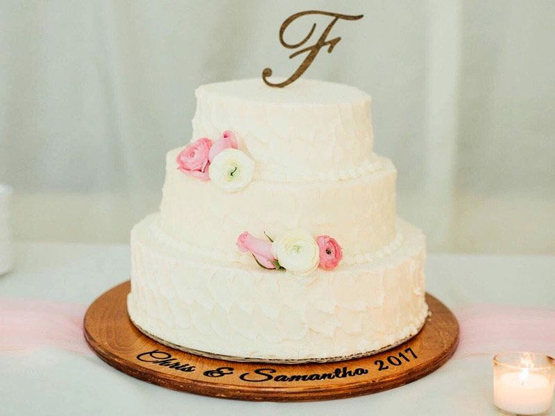 29 Cool And Classic Wedding Cake Stands Perfect For Every Wedding Sty