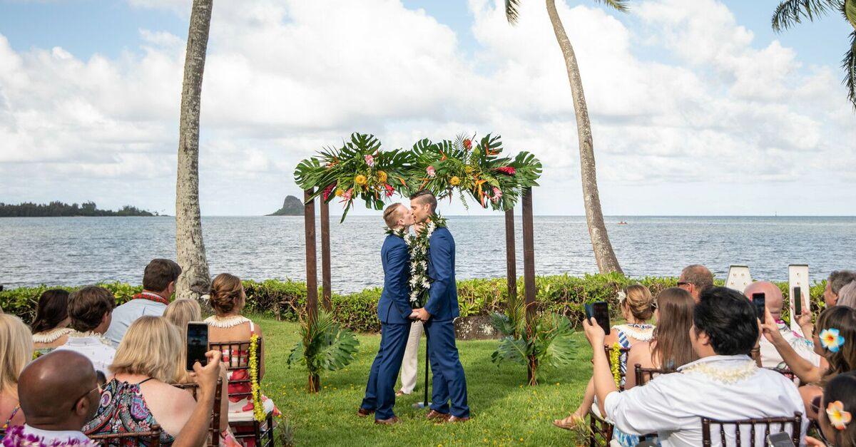 Beach Wedding Attire For Men Women Here S What To Wear,Formal Wedding Dress Formal Long Dress For Girls