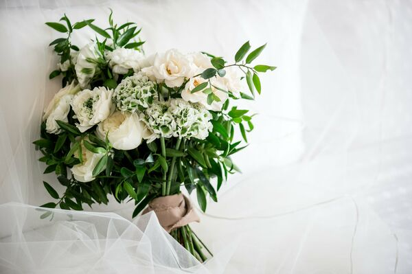 Pink wedding bouquets ivory and blush garden rose and lisianthus bouquet mightylinksfo