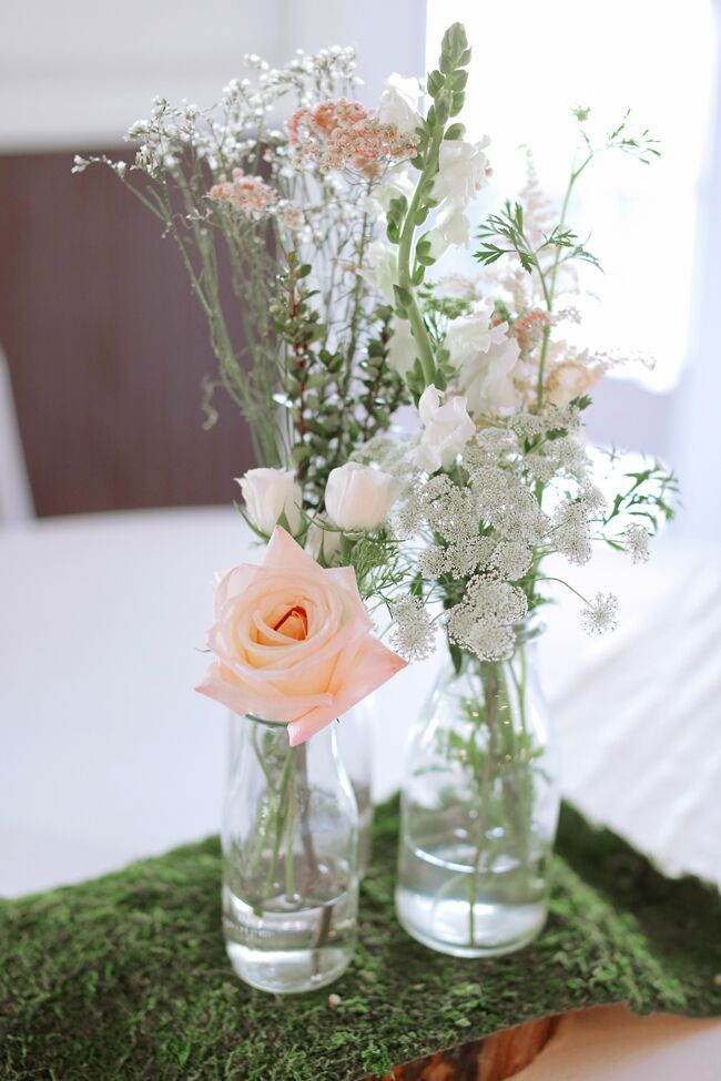 Diy wedding centerpieces simple bottle centerpiece with roses on moss junglespirit Images