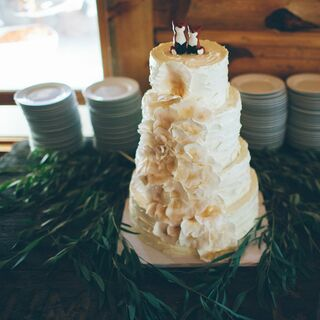 A Snowy Mountain Lodge Wedding in Centennial
