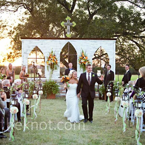 Outdoor Wedding Altar Pictures: Tall Candelabra Centerpieces