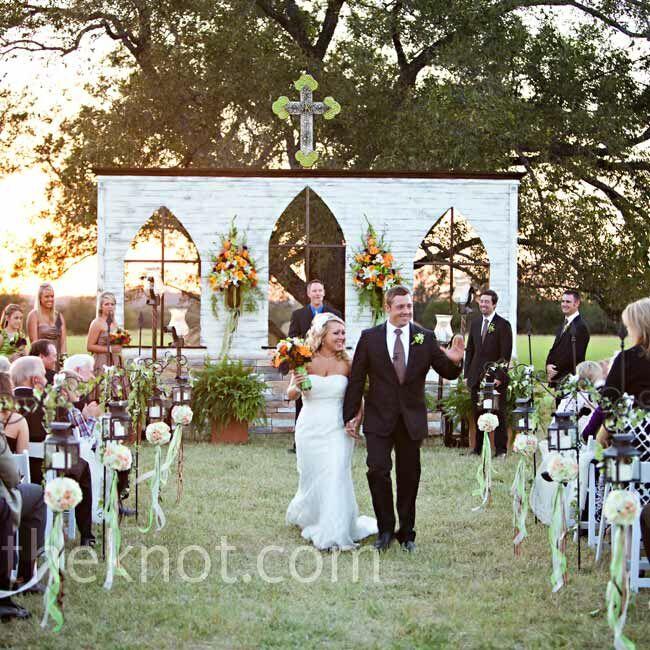 Wedding Altar Wall: Outdoor Wedding Ceremony