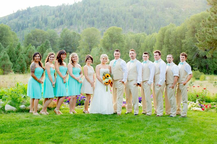 Kexshera and Kirk joined their wedding party for a group shot outside at Pine River Ranch in Leavenworth, Washington. Their bridesmaids wore turquoise knee-length dresses, while the groomsmen matched them with turquoise ties—a walking representation of Kexshera's favorite color.