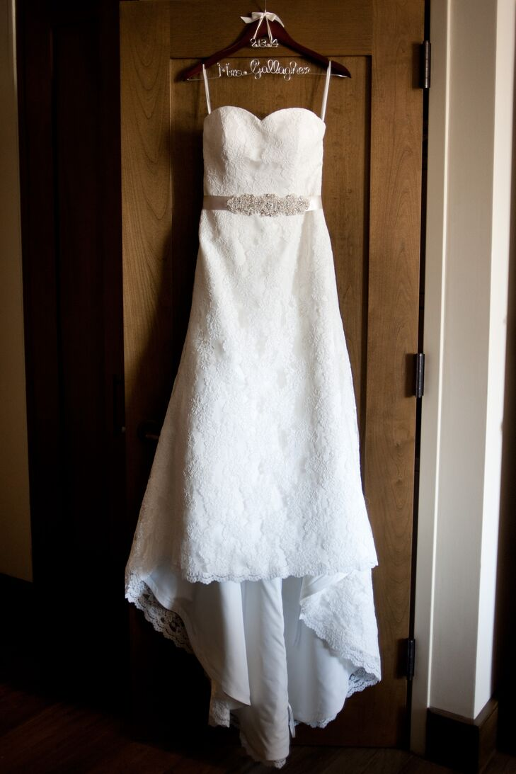 Tara wore a strapless lace wedding gown with a beaded champagne belt. rn