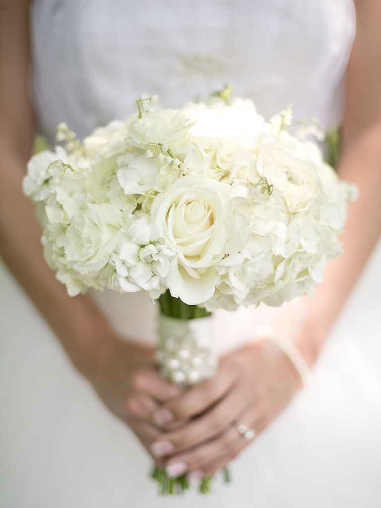 20 romantic white wedding bouquet ideas. Black Bedroom Furniture Sets. Home Design Ideas