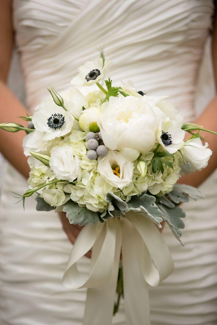Arrangement of Ivory Flowers in Bouquet