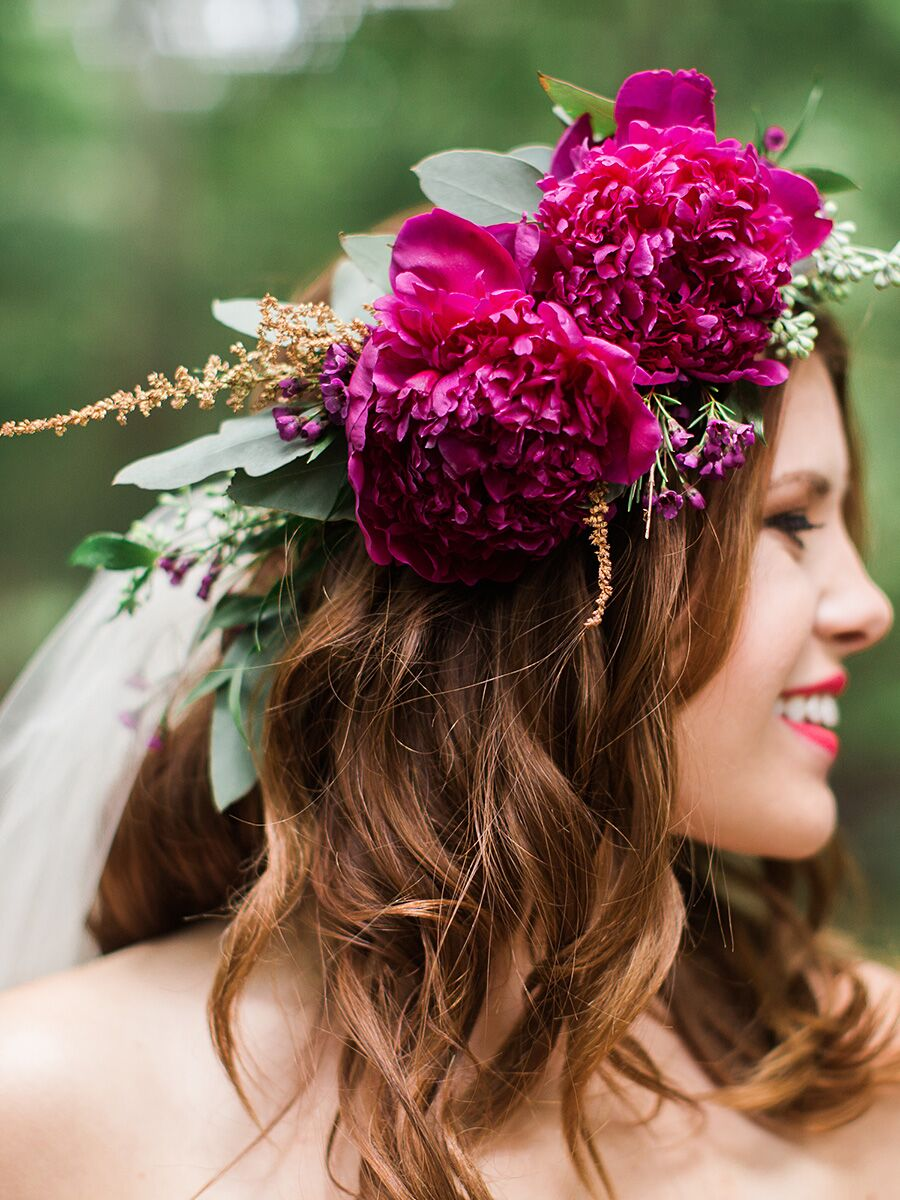 Snap hairstyles with flower crown quotes photos on pinterest 15 ways to wear a veil and flower crown combo izmirmasajfo
