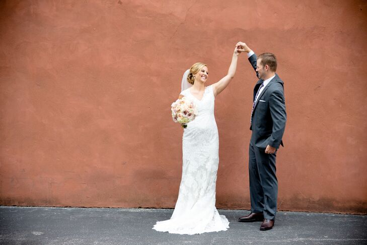 Simple Yet Elegant Wedding Dresses: A Romantic, Modern Wedding At The Hyatt Regency At The