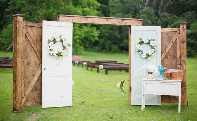 Ways to make your outdoor wedding intimate | Dani Stephenson Photography | blog.TheKnot.com