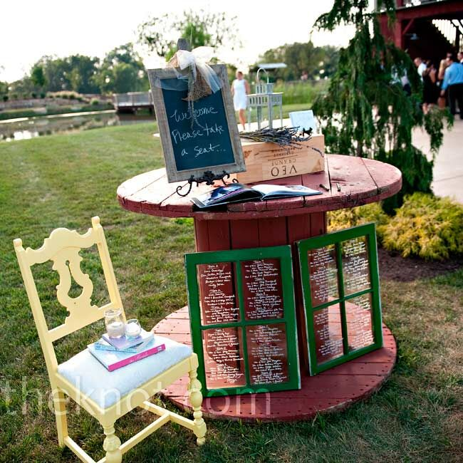 Guest Book Wedding Decoration Ideas: Rustic Guest Book Table