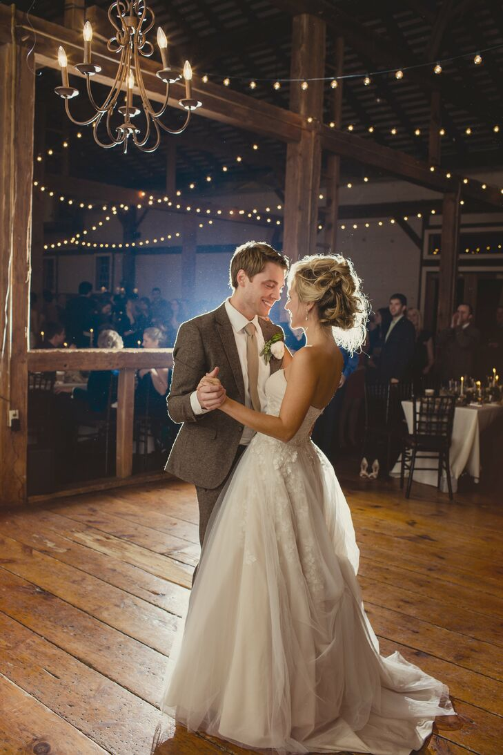 A rustic glam wedding in state college pa for Best wedding dresses for dancing