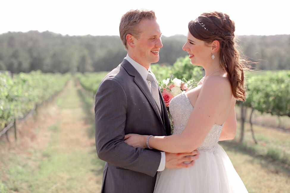 A Romantic Wedding At Enoch S Stomp Vineyard And Winery In