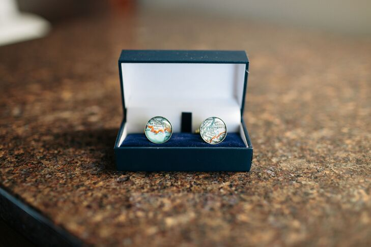 Rob wore map cufflinks that signified two separate locations where Sarah was born and later raised.