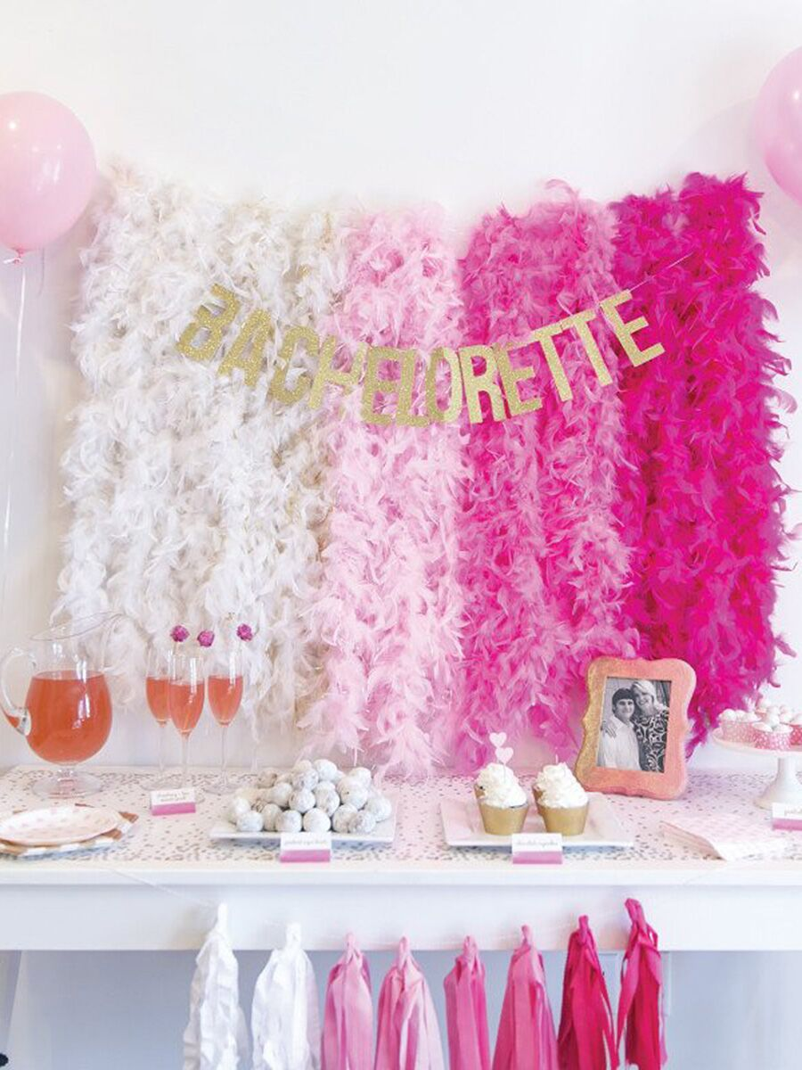 15 easy bridal shower or bachelorette party decorations for Bachelorette party decoration ideas