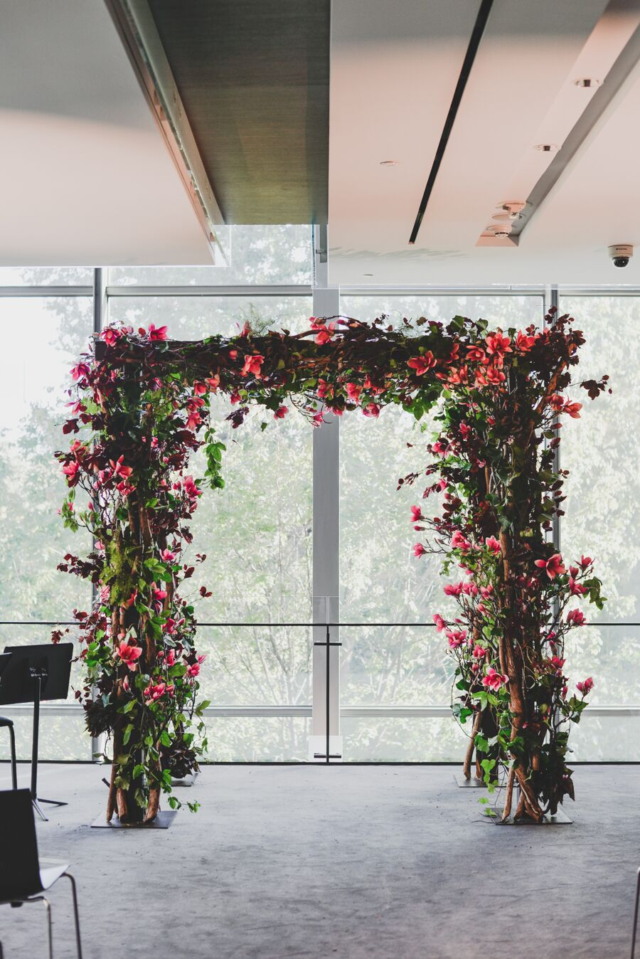 Decorating A Trellis For A Wedding Wedding Arches