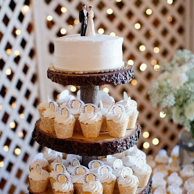 Rustic Barn Wedding Cakes: A Rustic Barn Wedding In Towanda, KS