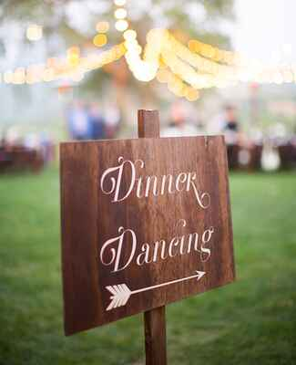 Photo: Annie McElwain Photography // Featured: The Knot Blog