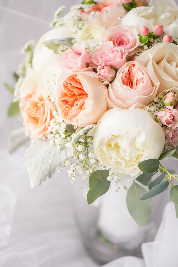 blush ranunculus and rose bouquet - Blush Garden Rose Bouquet