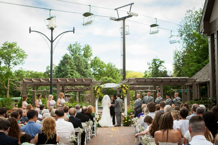 A Nature-Inspired Wedding At The Henry Doorly Zoo In Omaha