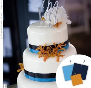 Blue, navy and gold wedding cake