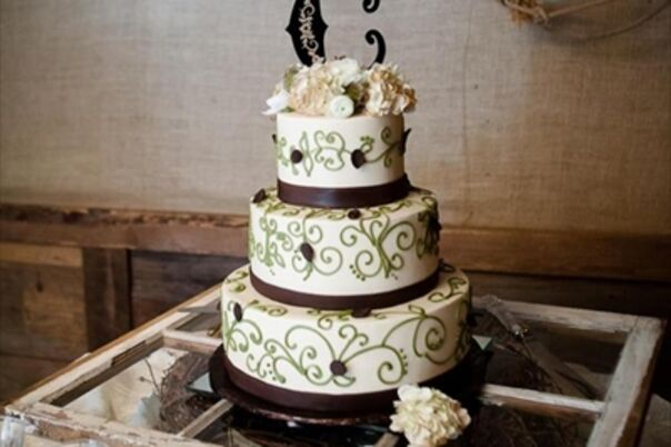 wedding cakes desserts in atlanta ga the knot. Black Bedroom Furniture Sets. Home Design Ideas