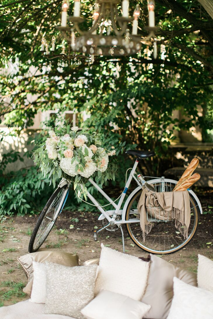 In addition to the vintage accents, Raja and Christina mixed in a few fun and unexpected touches. Displayed alongside a cozy photo-op spot on Lord Thompson Manor's expansive lawn in Thompson, Connecticut, was a shiny white bicycle, which they dressed with cascading florals and vines, fresh baguettes and warm taupe-colored blanket.