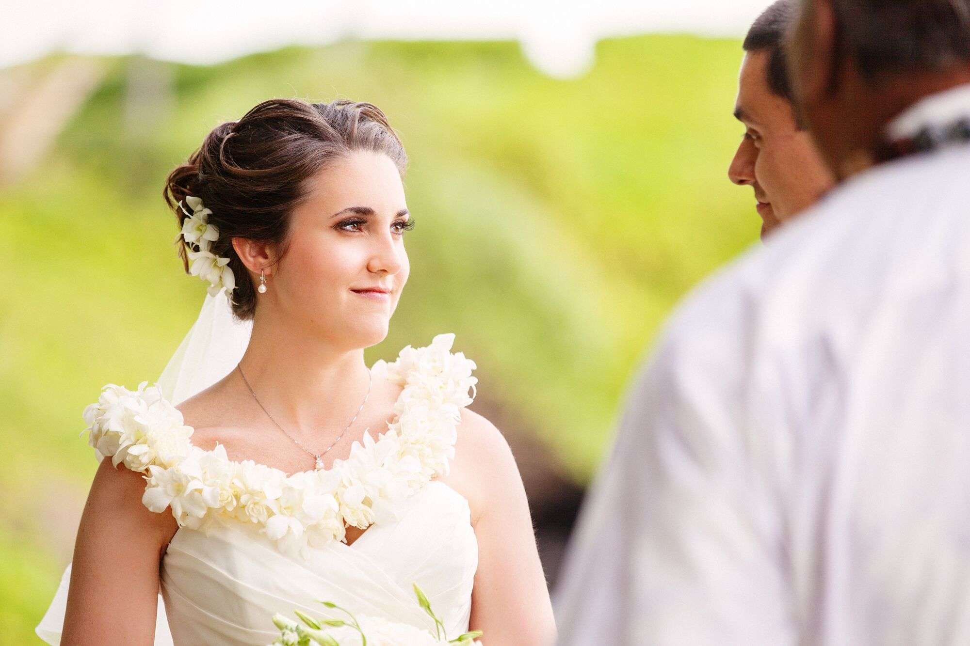 Traditional Hawaiian Wedding Gifts: Traditional Hawaiian Lei Exchange Ceremony