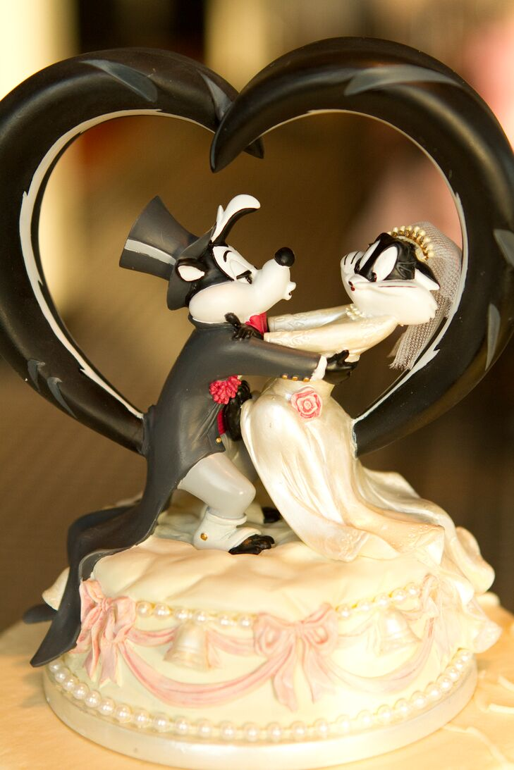 cartoon wedding cake toppers whimsical pepe le pew cake topper 12421