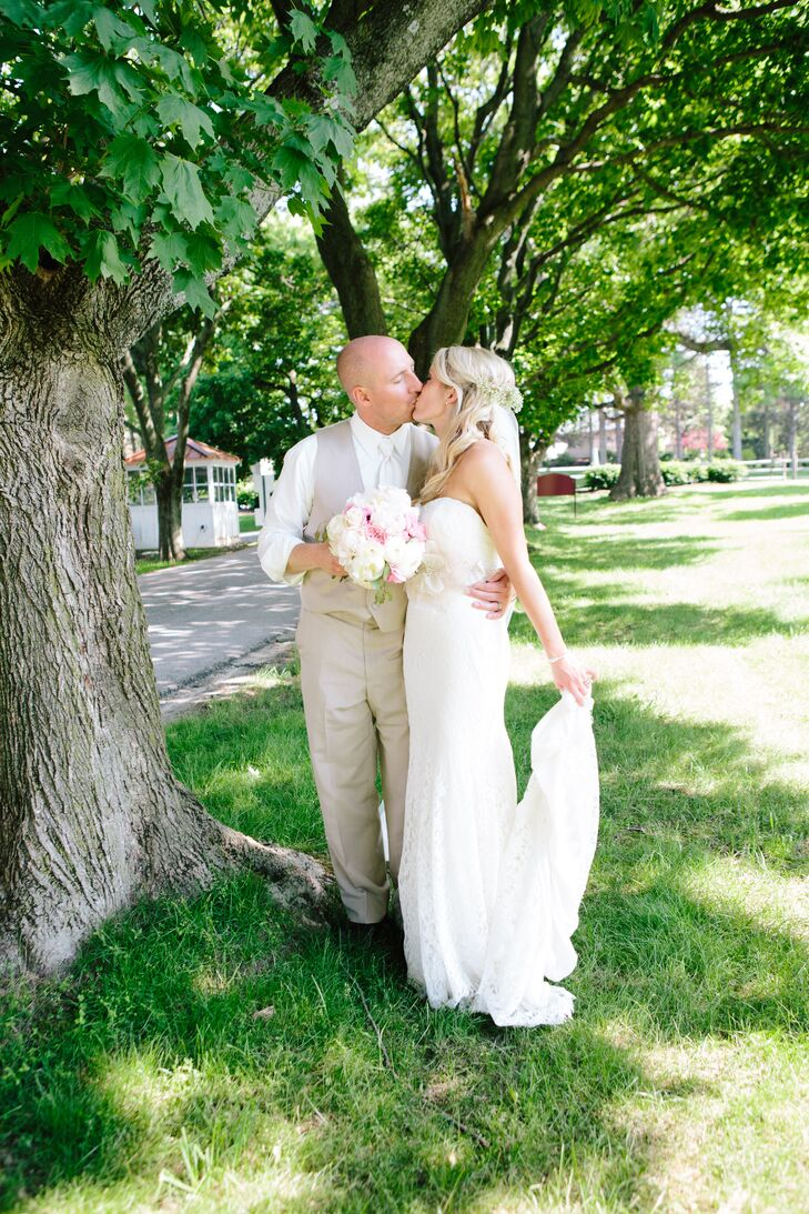A Classic, Vintage-Inspired Wedding at Hoover Park in North Canton, Ohio