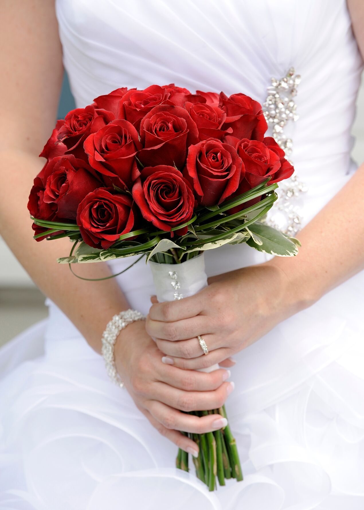 Свадебные букеты шариком фото из красных роз, красивые букеты