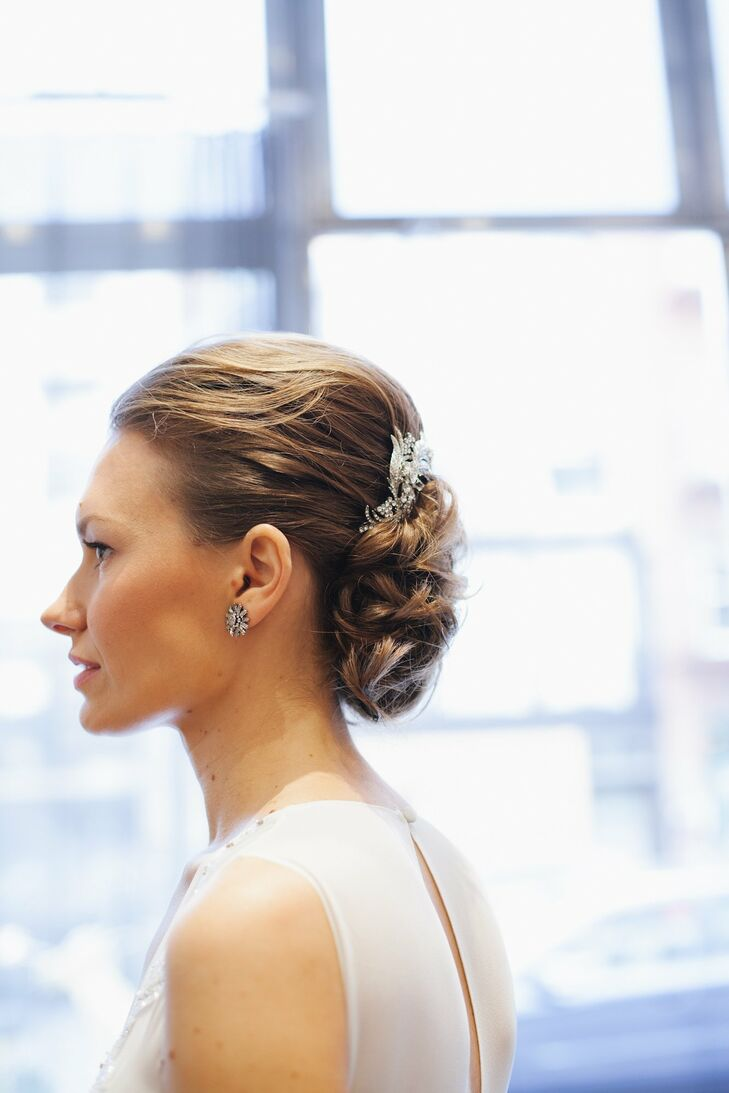 Nicole's upswept curls were fixed at her neckline with a gorgeous jeweled hairpin.