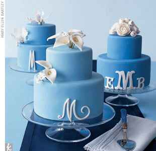 blue-white-monogrammed-wedding-cake