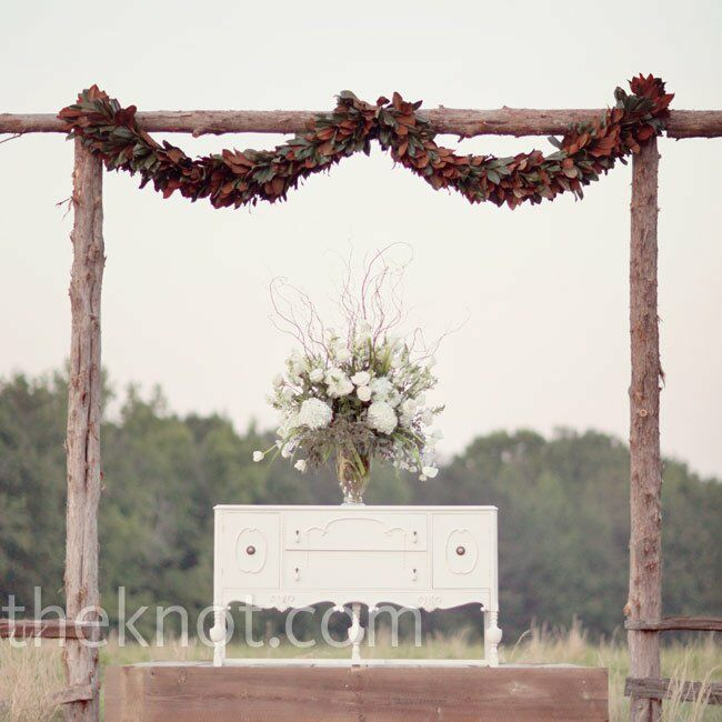 Country Wedding Altars: Vintage Rustic Altar
