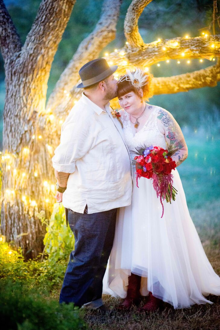 This alternative, Dia de los Muertos-inspired wedding of Jessi Pagel (37 and a professional makeup artist) and Rey Diaz (39 and a lighting and grip pr