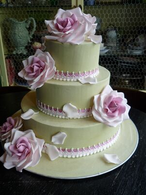 patricia wedding cakes reading ohio wedding cakes desserts in milford oh the knot 18125