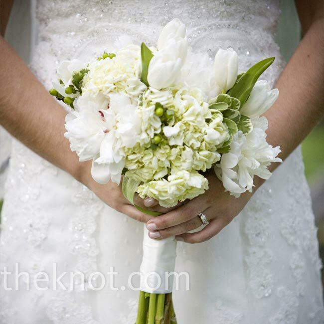 Easy Wedding Flowers: White Wedding Bouquet