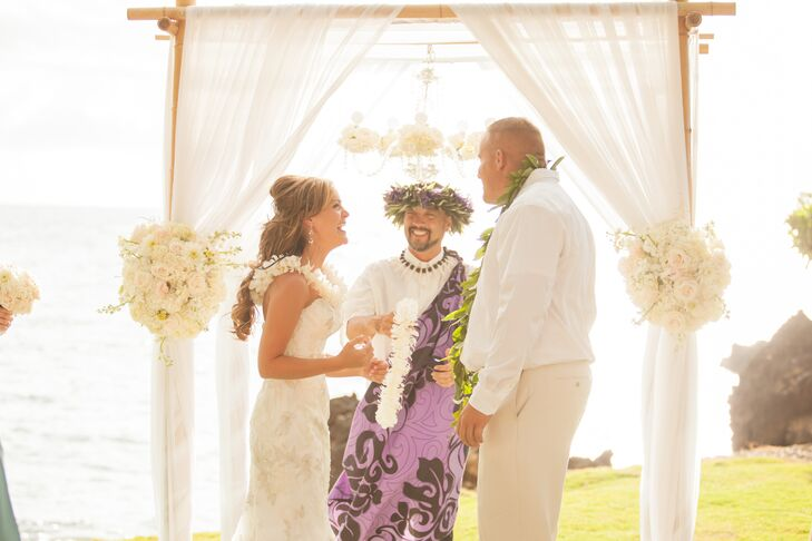 Traditional Hawaiian Wedding Gifts: Traditional Hawaiian Ceremony With Leis