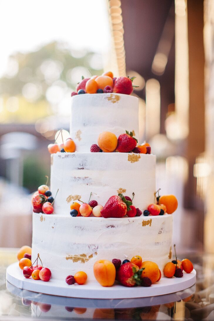 wedding cake with fruit topping fresh fruit topped wedding cake 26900
