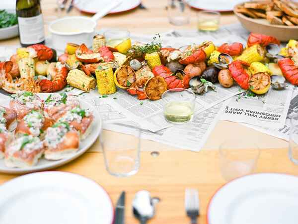 How To Host A Perfect Summer Seafood Boil